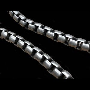 Unsigned Jewelry - STUNNING Heavy Sterling Silver Links Necklace